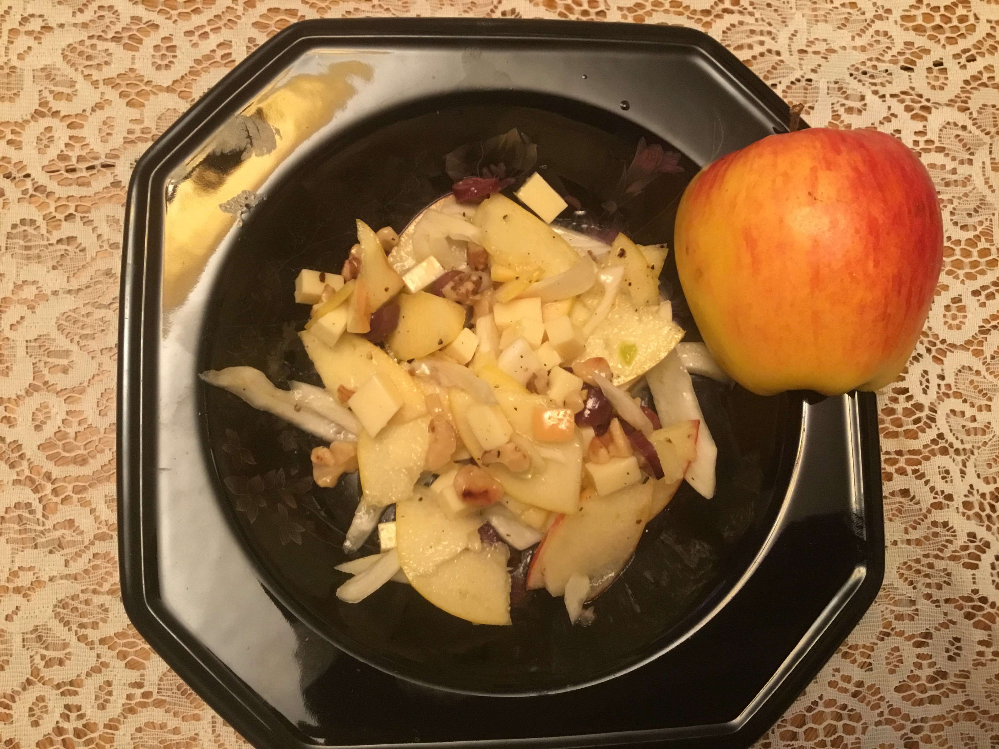 ambrosia and fennel salad with walnuts and olives